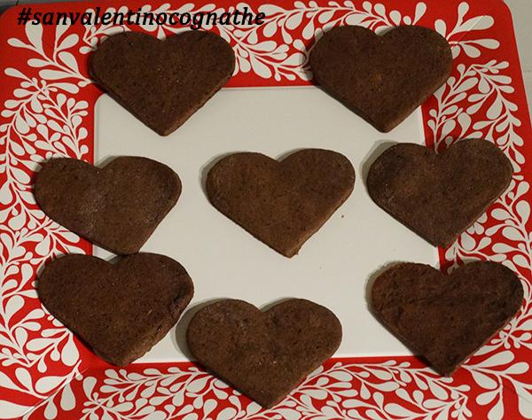pasta frolla al cacao e biscottini a forma di cuore, cognathe, san valentino, tisane, thè, cioccolato, cacao, vaniglia, pasta frolla, amore, cognate
