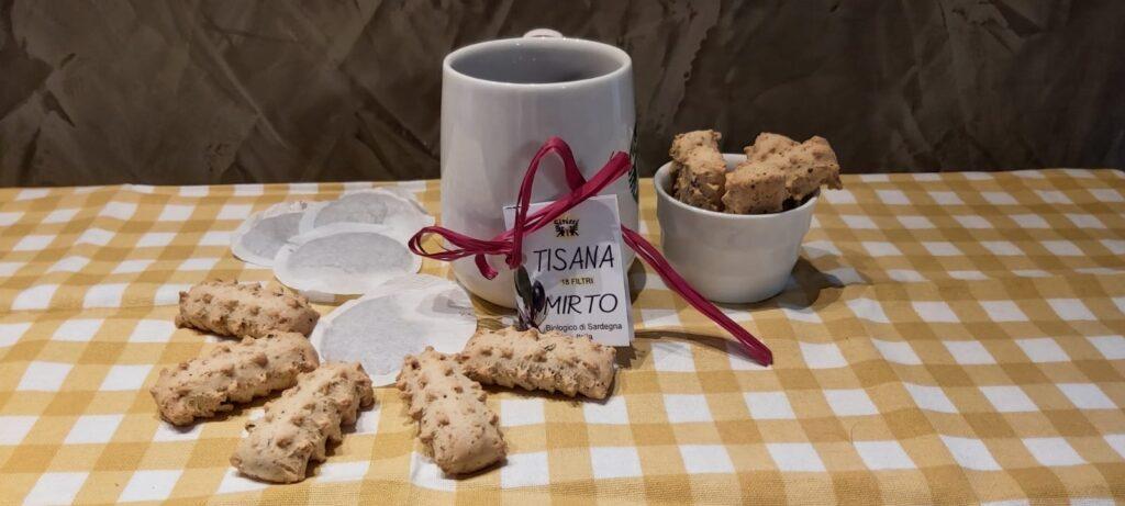 Biscottini si frutti di bosco del Trentino e tisana al Mirto dalla sardegna
