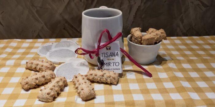 Biscottini si frutti di bosco del Trentino e tisana al Mirto dalla sardegna, tisana al mirto di sardegna, frollini ai frutti di bosco, krumiri ai frutti di bosco, CognaTHE', tè, tisane, infusi, blog Cognathè